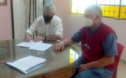 Firma de convenio entre la FAPyD y la comuna de Alcorta